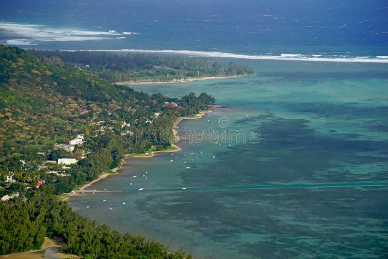 Вид с воздуха деревни Le Morne Брабанта в Маврикии стоковые фотографии rf