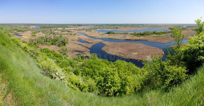 Вид с воздуха лета на реке Vorskla перепада стоковые изображения