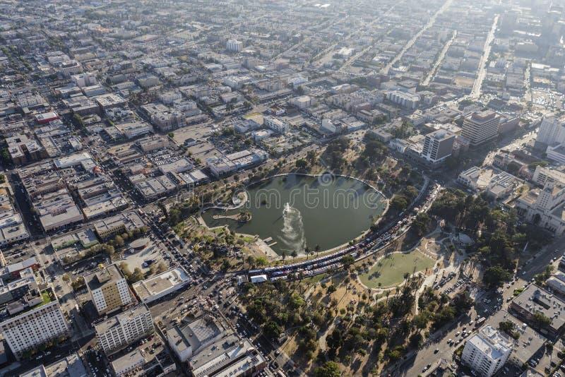 Вид с воздуха лета MacArthur Park Лос-Анджелеса Smoggy стоковая фотография rf