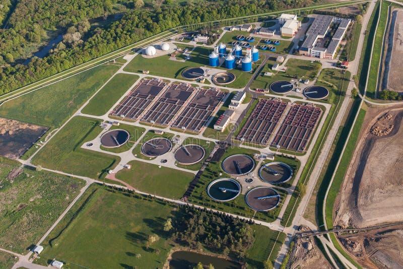 Вид с воздуха завода по обработке нечистот стоковые фотографии rf