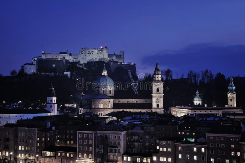 Download Вид с воздуха Зальцбурга на ноче Стоковое Изображение - изображение насчитывающей вал, ноча: 40590831