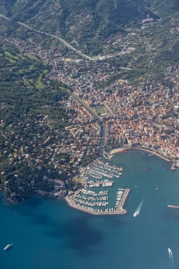 Download Вид с воздуха Италии деревни Rapallo Стоковое Изображение - изображение насчитывающей дел, панорама: 40581781