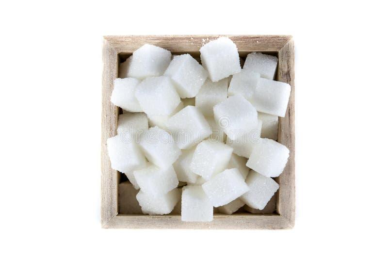 Вид с воздуха кубов сахара в квадратном форменном шаре на изолированной белой предпосылке стоковое фото
