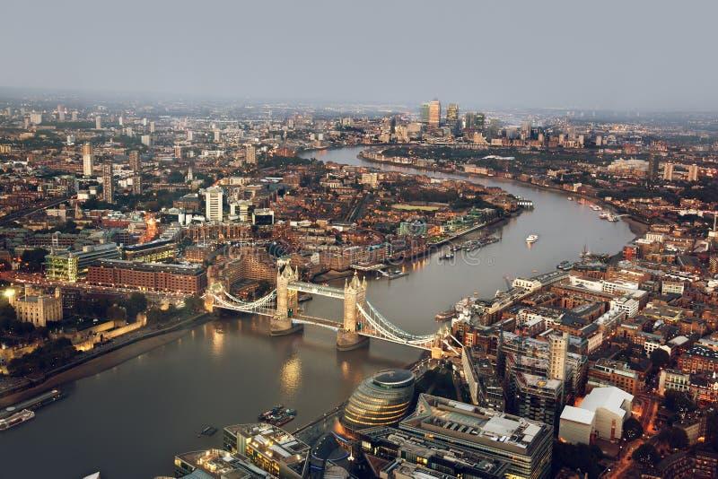 Вид с воздуха Лондона с мостом башни, Великобританией стоковое изображение rf