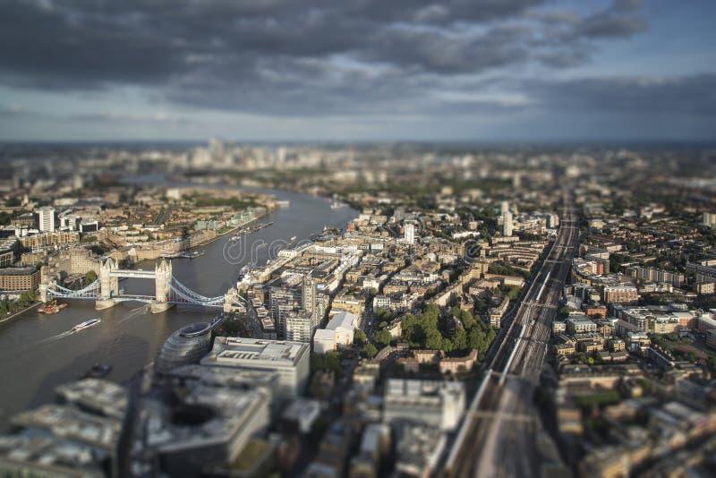 Вид с воздуха Лондона с с влиянием деревни модели переноса наклона стоковые фото