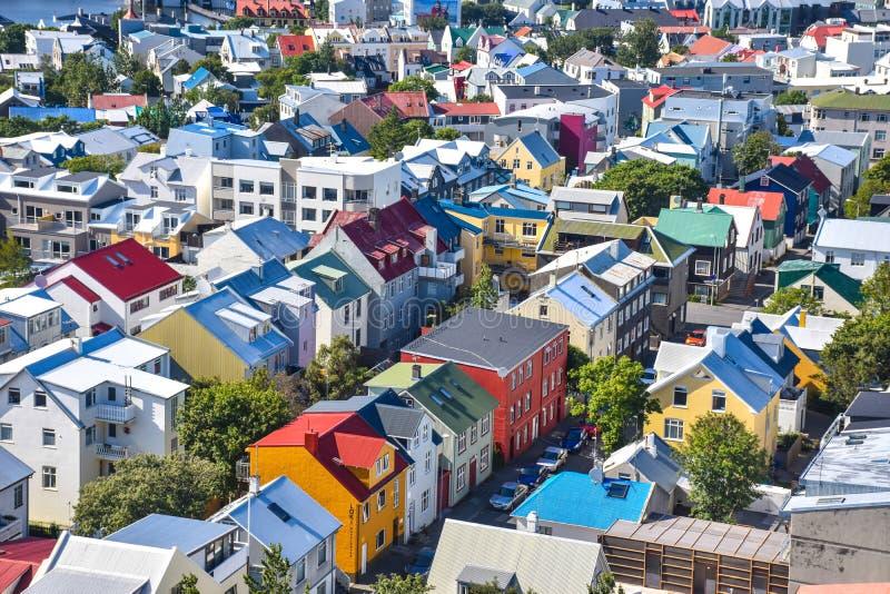 Вид с воздуха на покрашенных домах Reykjavik стоковые фотографии rf