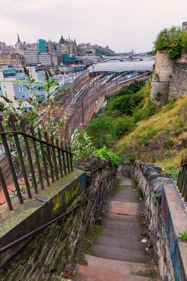 Вид с воздуха над Эдинбургом от крутых лестниц стоковые фотографии rf