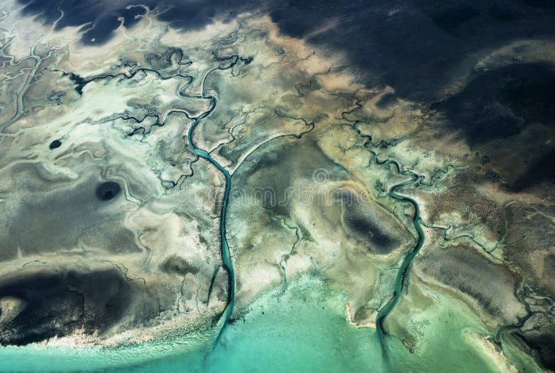 Вид с воздуха необжитых островов Багамских островов стоковая фотография rf