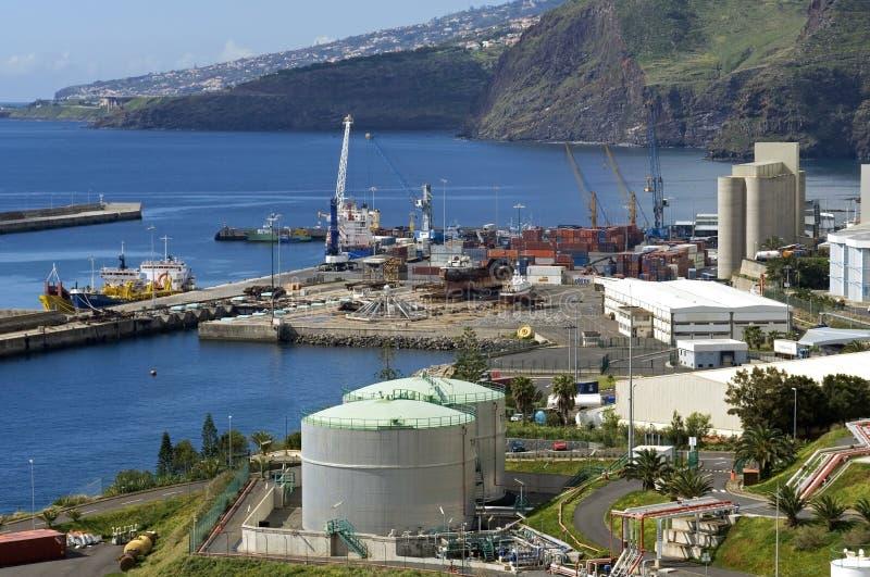 Вид с воздуха океана, индустриальной зоны гавани стоковое изображение rf