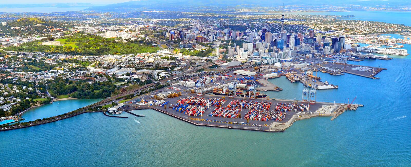 Вид с воздуха Окленда финансовый и портов Окленда Новой Зеландии стоковое изображение