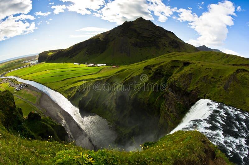 Вид с воздуха от верхней части Skogafoss, самого высокого водопада в Исландии стоковые фото