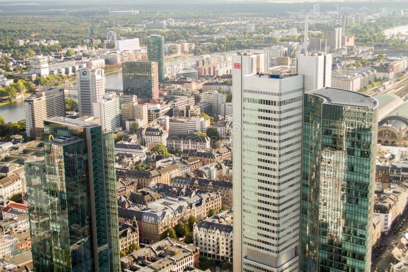 Вид с воздуха офисных зданий Франкфурта стоковое фото