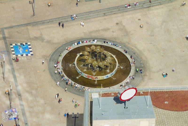 Вид с воздуха публичной арены Alexanderplatz в Берлине стоковые фотографии rf