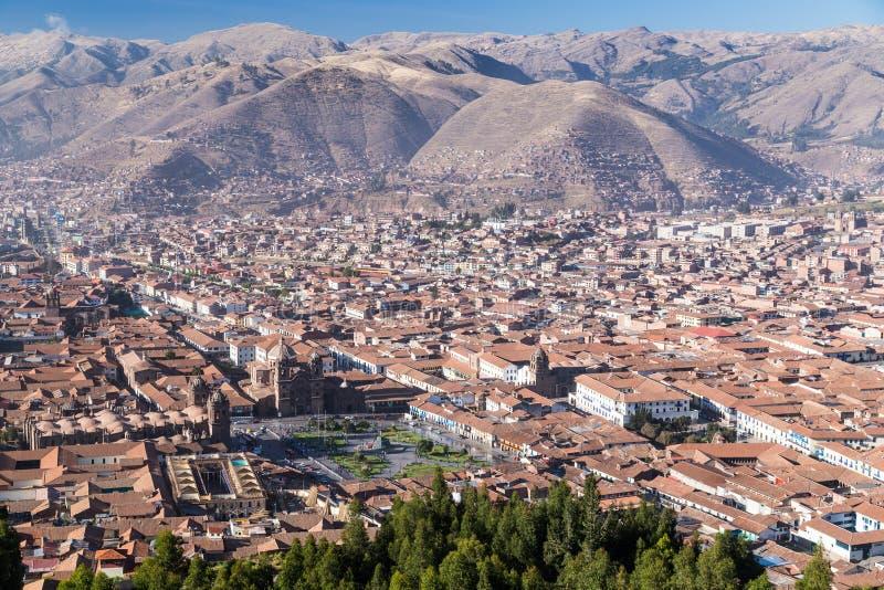 Вид с воздуха Площади de Armas, Cusco, и гор Анд в Перу к день стоковое фото rf
