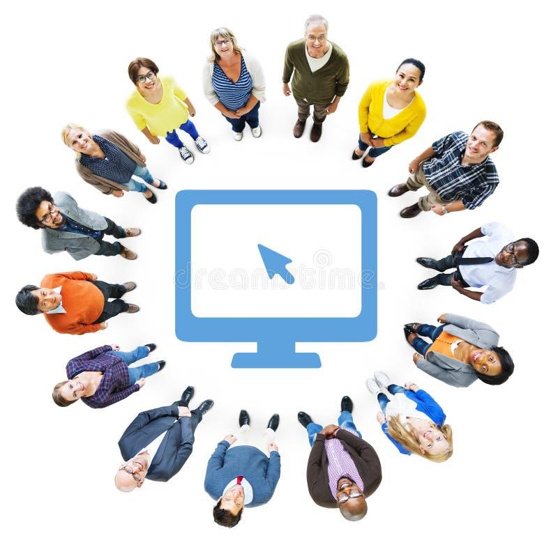 Вид с воздуха разнообразного символа людей и компьютера стоковые изображения rf