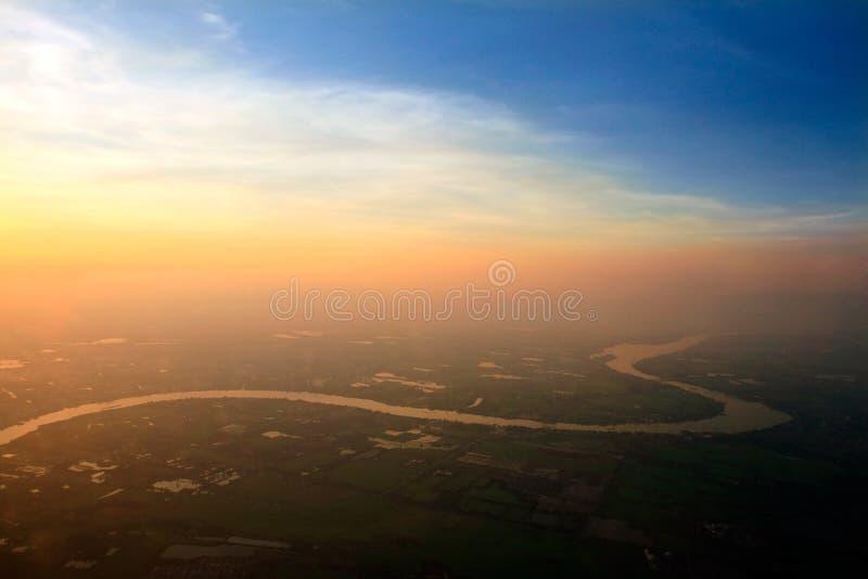 Вид с воздуха реки Пинга через рисовые поля, Чиангмай, Thaila стоковая фотография rf