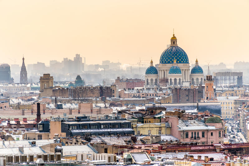 Вид с воздуха Санкт-Петербурга и собора троицы стоковое изображение rf