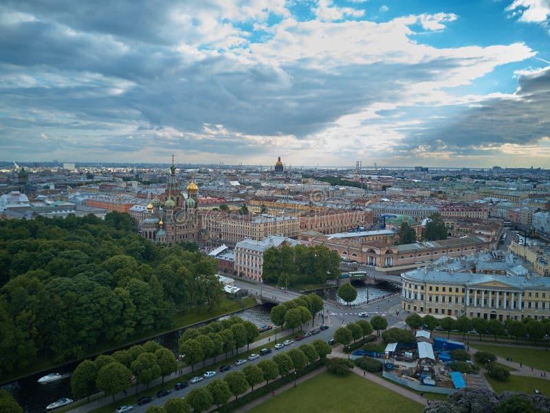 Вид с воздуха церков спасителя на крови, Санкт-Петербурга, России стоковые изображения rf