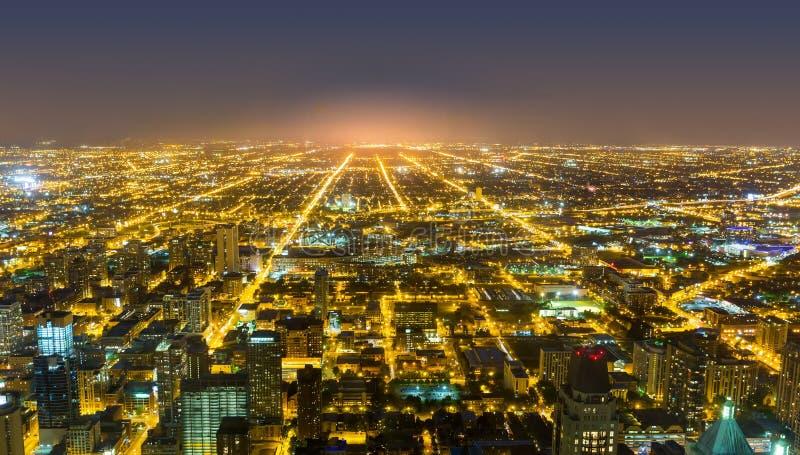 Вид с воздуха Чикаго городской на ноче стоковое фото