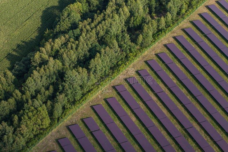 Вид с воздуха электрической станции солнечной энергии стоковая фотография