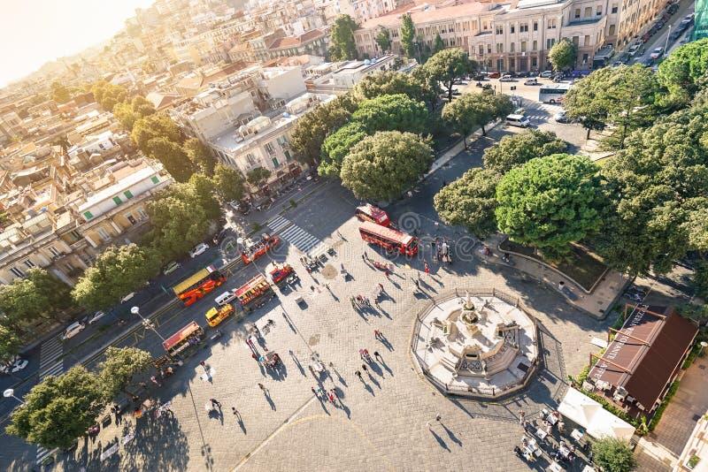 Вид с воздуха людей идя дальше стоковое фото rf