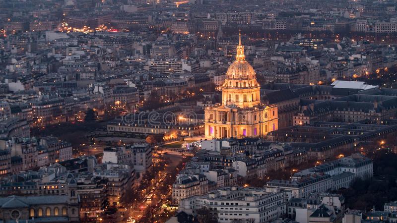 Вид с воздуха des Invalides гостиницы в Париже на ноче стоковое фото rf