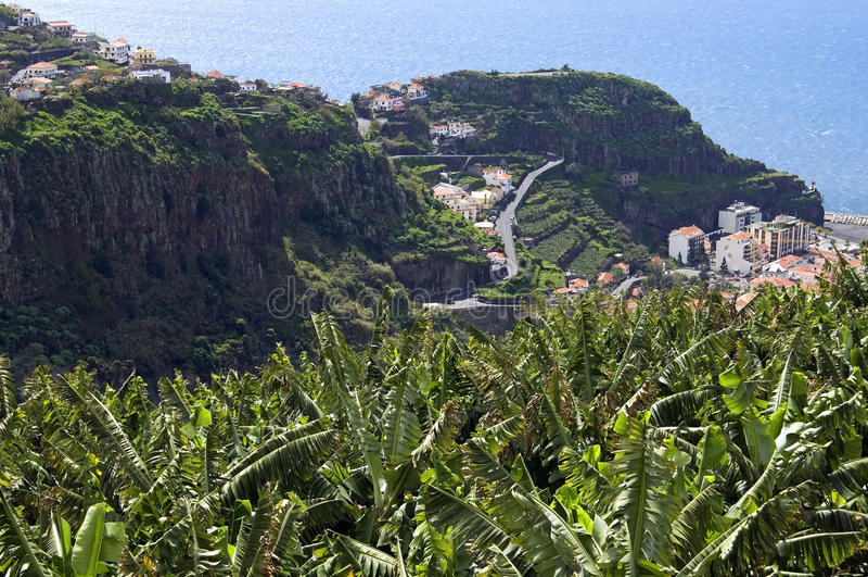 Вид с воздуха Madeiran курорта на море и океана стоковое изображение