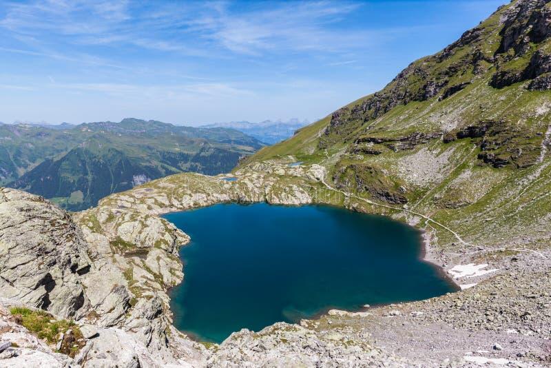 Вид с воздуха Schottensee (озера) около Pizol стоковая фотография rf
