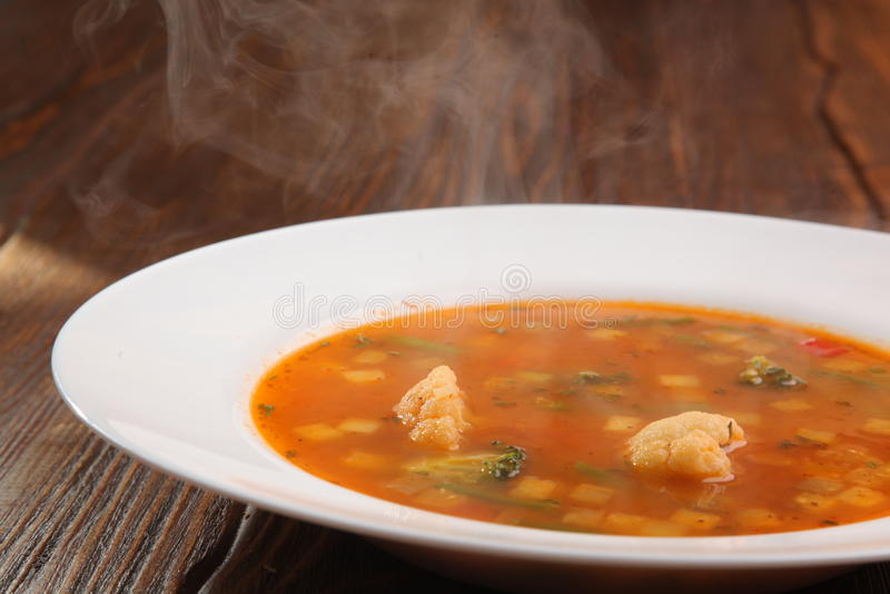 Вкусная еда на плите стоковое фото