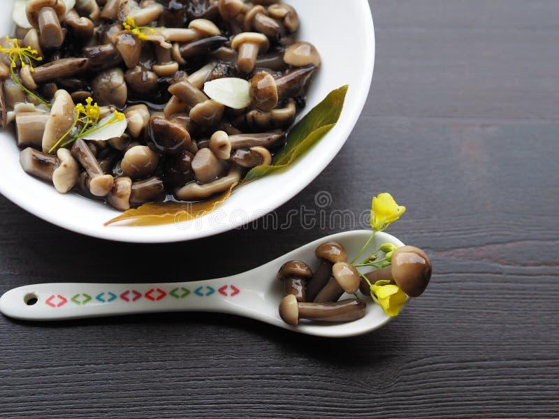 Вкусная закуска грибов на праздник стоковая фотография