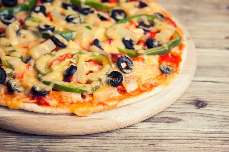 вкусная итальянская пицца стоковые изображения