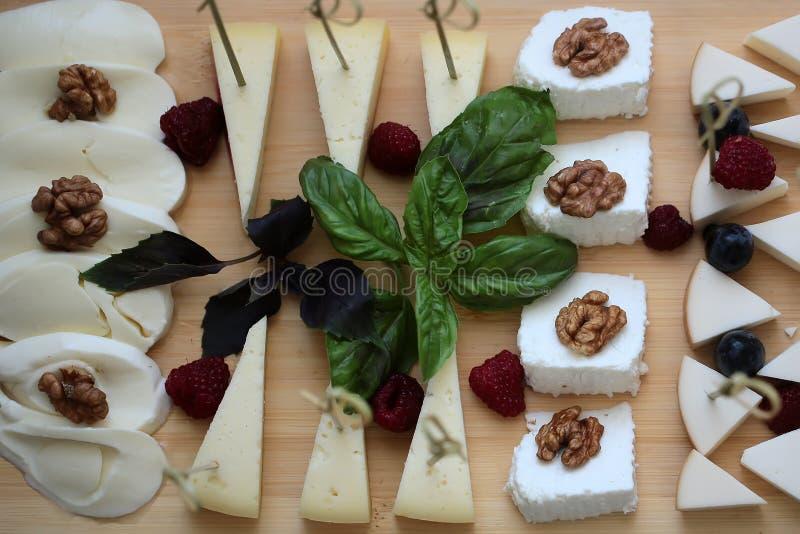 Вкусное блюдо сыров стоковые фото