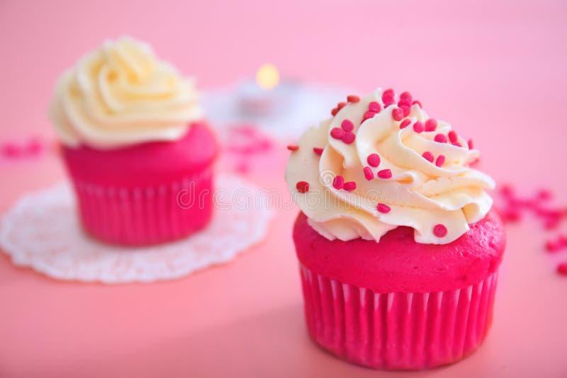 Вкусное пирожное на день ` s валентинки стоковые фотографии rf