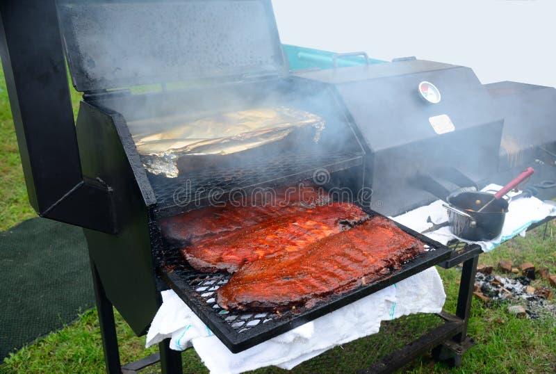 Вкусные нервюры BBQ стоковые фото