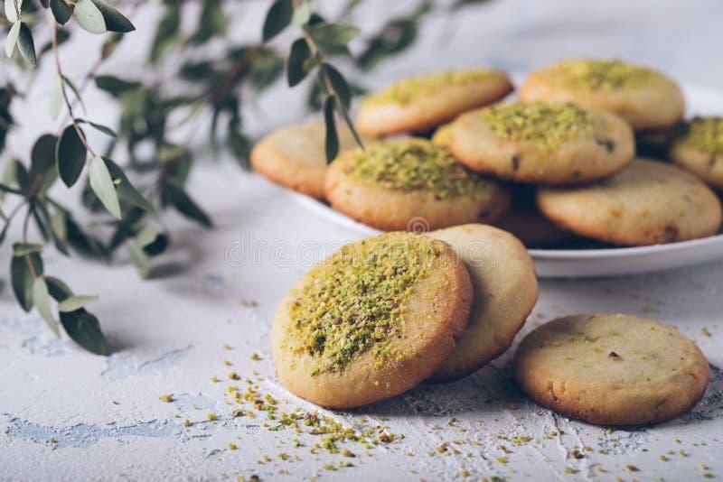 Вкусные печенья фисташки стоковая фотография rf