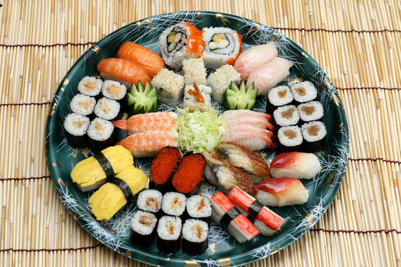 вкусные подготовленные суши стоковое изображение