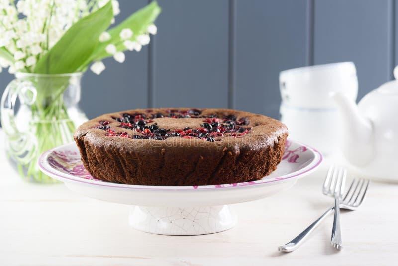 Вкусный домодельный торт ягоды Сибирский торт с вишней птицы, cowbe стоковое изображение rf