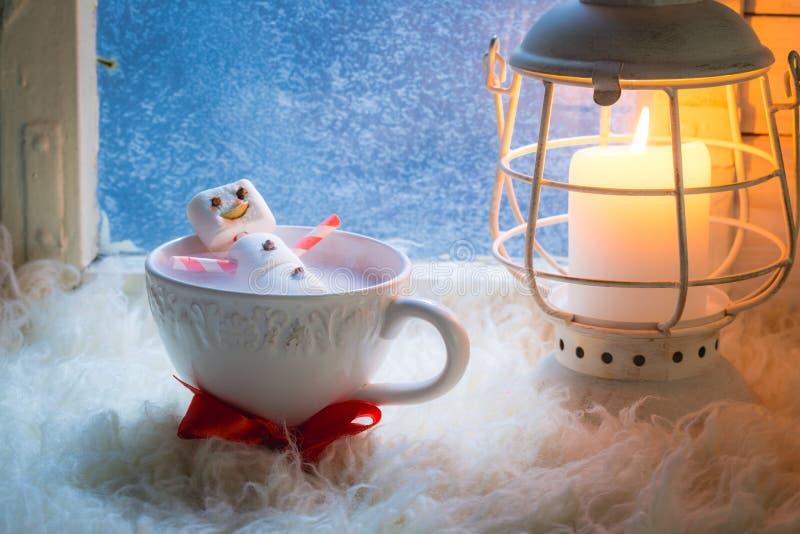 Вкусный и сладостный снеговик сделанный из зефиров для xmas стоковые изображения rf