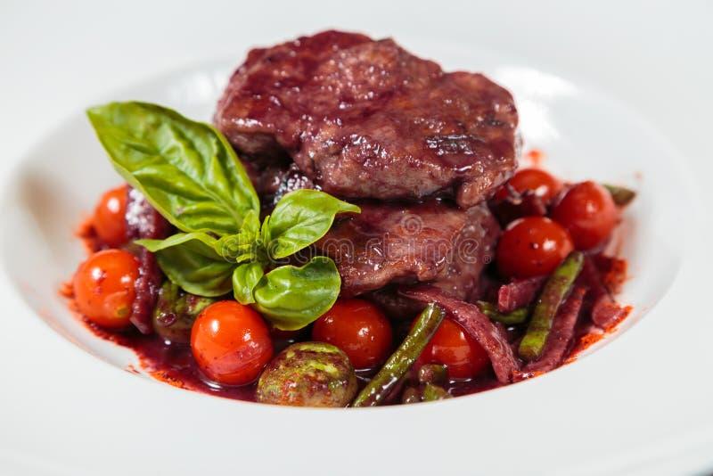 Вкусный соус стручка мясного блюда с овощами стоковые изображения