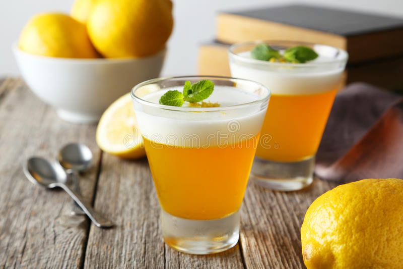 Вкусный студень лимона стоковые изображения rf