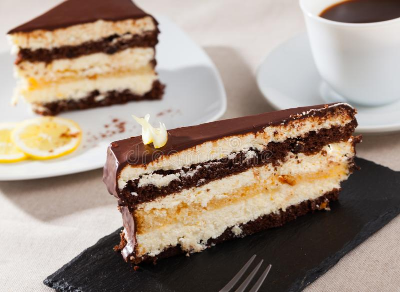 Вкус лимонно-шоколадного торта стоковые фото