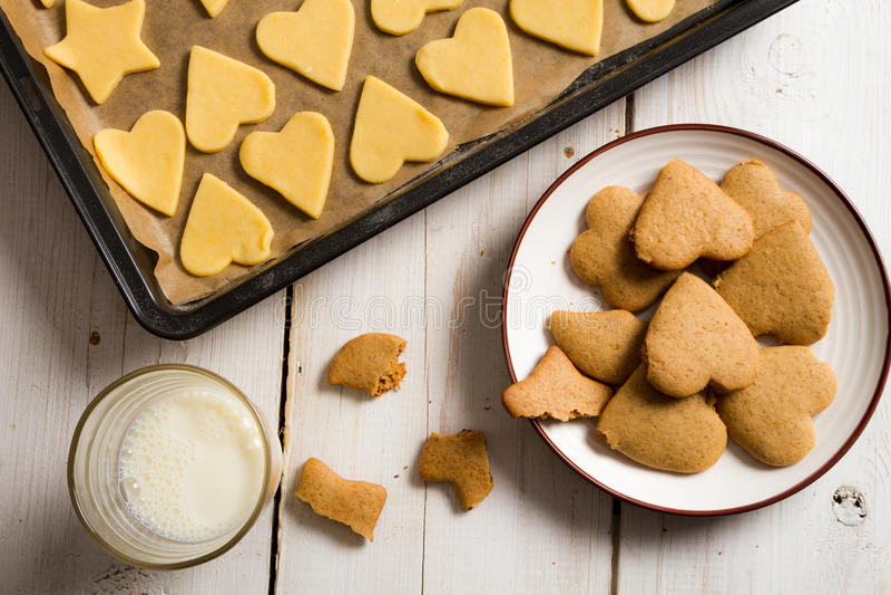 Вкус печений gingerbread рождества самый лучший с молоком стоковые фотографии rf