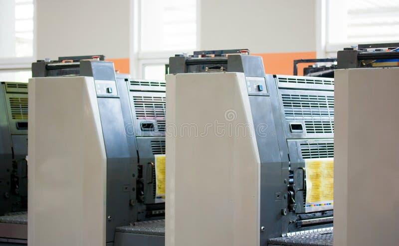 включите печатание путя машины смещенное стоковые изображения rf