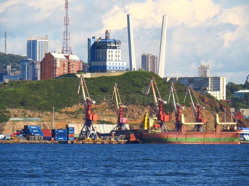 Владивосток, Primorsky kray/Россия - 8-ое сентября 2018: Обслуживание VTS движения сосуда порта Владивостока стоковое фото