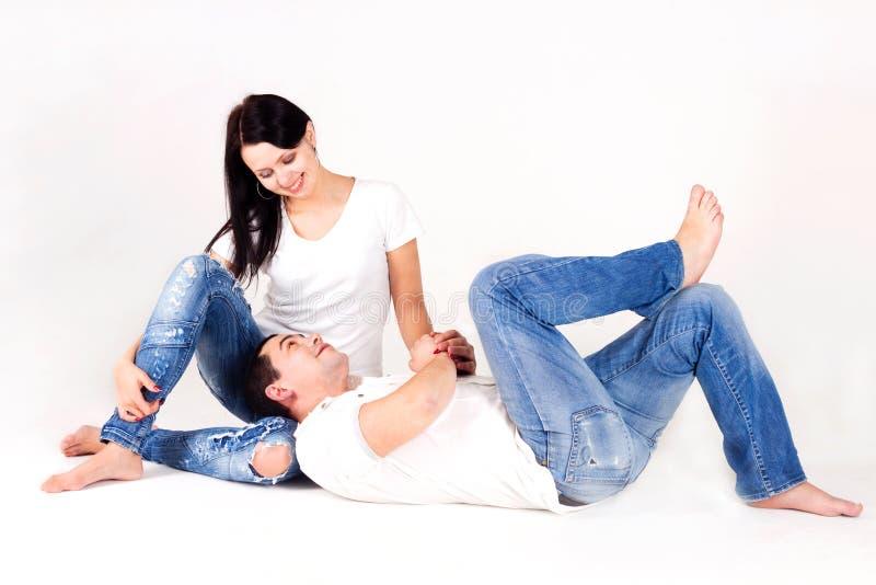 влюбленность девушки семьи мальчика счастливая стоковое изображение