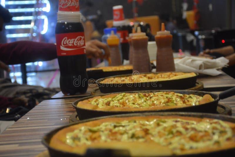 Влюбленность кокса пиццы стоковое изображение