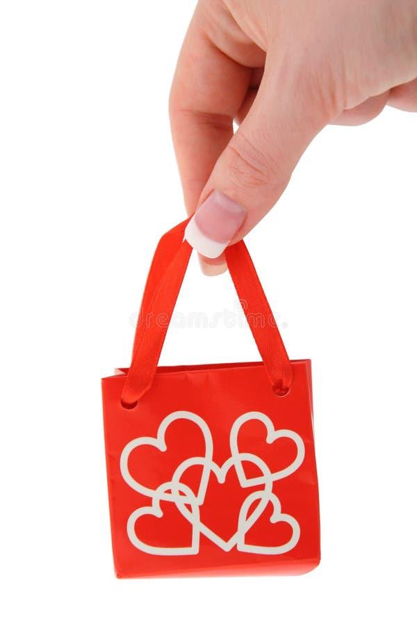 влюбленность удерживания подарка 2 мешков стоковая фотография