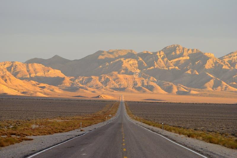 Внеземное шоссе в песке Spring Valley, Неваде стоковая фотография