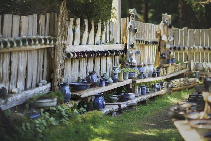 Внешнее, деревенский, дисплей гончарни стоковая фотография