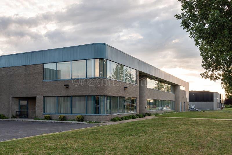 Внешнее здание для малых предприятий стоковые изображения rf